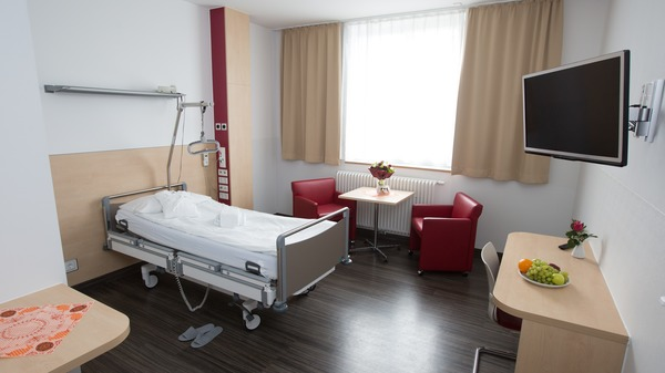 Single-bed ward at Dusseldorf Clinic